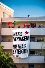 Transparent an der Route der Neonazis am 18.08