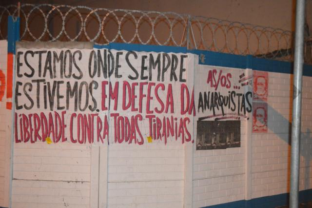 ESTAMOS DONDE SIEMPRE ESTUVIMOS. EN DEFENSA DE LA LIBERTAD CONTRA TODAS LAS TIRANÍAS LXS ANARQUISTAS.