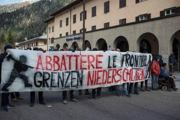 italia-em-brenner-manifestantes-sofrem-ataque-da-12
