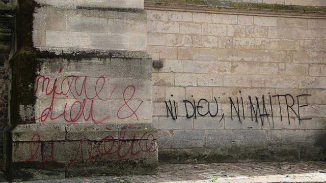 tags-sur-la-cathedrale-du-mans_2