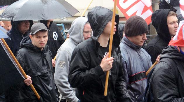 Auch der freie Aktivist Daniel Buchholz aus Crimmitschau (links im Bild) war sichtlich enttäuscht