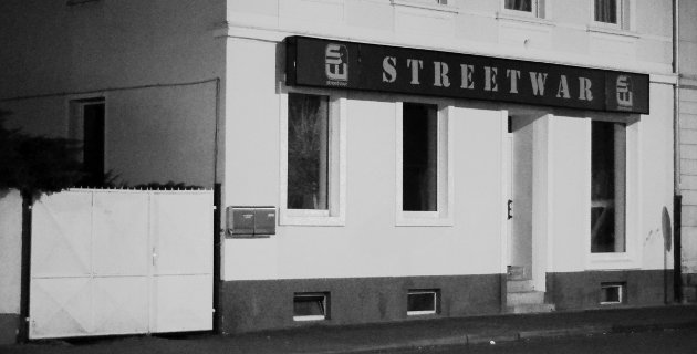 """Benjamin Brinsas Geschäft """"Streetwar"""" in Wurzen, Walther-Rathenau-Straße 18."""