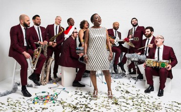 Sharon Jones & the Dap-Kings – Please Come Home For Christmas + surprise