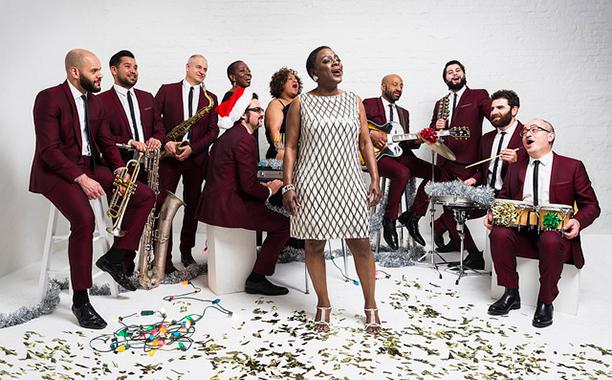 Sharon Jones & the Dap-Kings – Please Come Home For Christmas + surprise